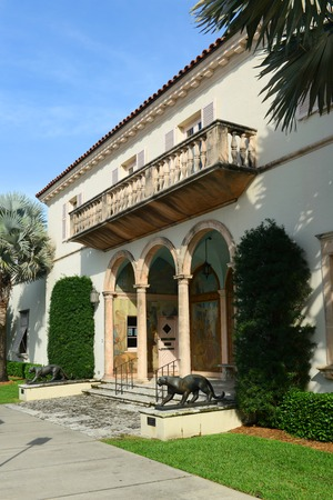 neo classical: Society of the Four Arts, Palm Beach, Florida, USA. Society of the Four Arts was founded in 1936 with two libraries, exhibition space and an auditorium for lectures, concerts and films.