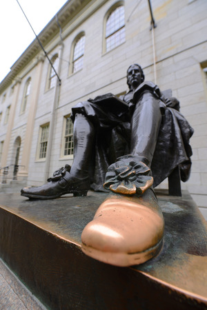 campus tour: Wide angle of John Harvard statue in Harvard University, Cambridge, USA