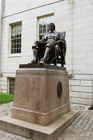 harvard university: John Harvard statue in Harvard University Cambridge USA