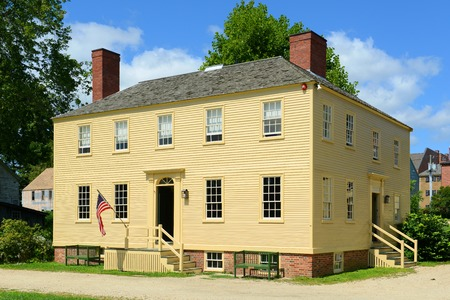 portsmouth: Howd House at Strawbery Banke Museum in Portsmouth New Hampshire USA. This house built in 1824 was home of cooper Peter Lowd and now it exhibit early craftmen tools and trades.