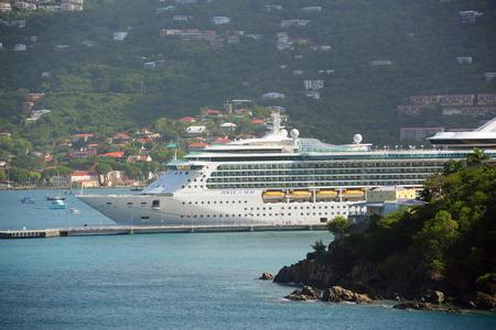 caribbean cruise: Royal Caribbean Cruise ship Jewel of the Seas docked in Saint Thomas, US Virgin Islands