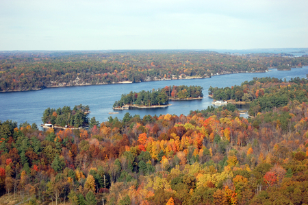 Aerian view of Thousand Islands in fall, from Sky deck on Hill Island, on the border of Ontario in Canada and New York State in USA. Banco de Imagens