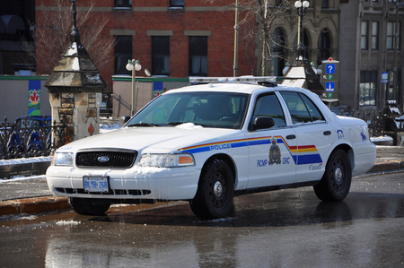 RCMP Royal Canadian Mounted Police Ford Crown Victoria Police Car on Parliament Hill in Ottawa, Ontario, Canada. Éditoriale