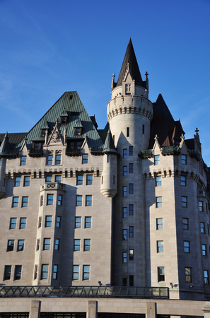 Castle style Fairmont Chateau Laurier Hotel in downtown Ottawa, Ontario, Canada. Banque d'images - 105703993