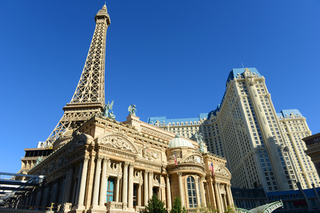 LAS VEGAS - DEC 25, 2015: Paris Las Vegas is a luxury resort and casino on Las Vegas Strip in Las Vegas, Nevada, USA. The hotel has Paris theme including Eiffel Tower and the Louvre. Sajtókép