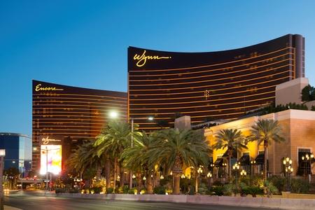 Wynn Las Vegas Hotel y Encore Las Vegas al atardecer en el Strip de Las Vegas, Nevada, EE. Editorial