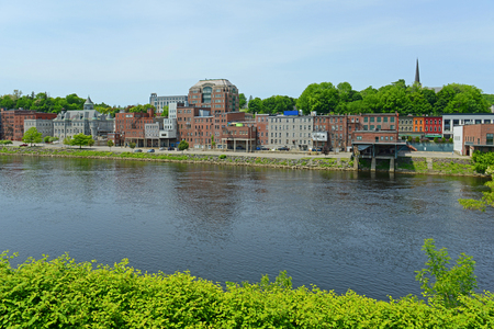 Historic Buildings on the bank of Kennebec River in downtown Augusta, Maine, USA. 版權商用圖片