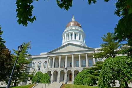 Maine State House ist die Hauptstadt des Staates Maine in Augusta, Maine, USA. Das Maine State House wurde 1832 im Greek-Revival-Stil erbaut.