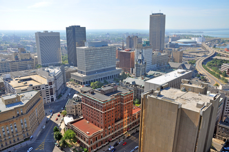 Vista aérea de la ciudad de Buffalo desde la parte superior del Ayuntamiento en el centro de Buffalo, Nueva York, Estados Unidos. Foto de archivo