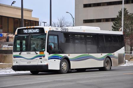 Utica Centro Bus auf der Genesee Street in der Innenstadt von Utica, New York State, USA. Editorial