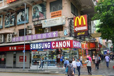 Hong Kong Nathan Road at Kowloon Park, Kowloon, Hong Kong. Nathan Road is a main commercial thoroughfare in Kowloon, Hong Kong. 新聞圖片
