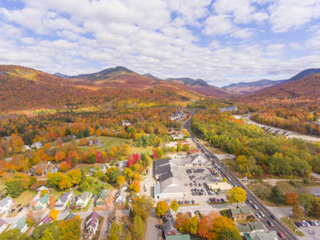 Lincoln Main Street at town center and Little Coolidge Mountain on Kancamagus Highway aerial view with fall foliage, Town of Lincoln, New Hampshire NH, USA. 版權商用圖片