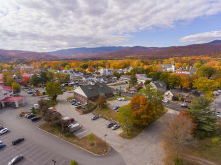 Lincoln town hall at Main Street and Kancamagus Highway aerial view with fall foliage, Town of Lincoln, New Hampshire NH, USA. 版權商用圖片