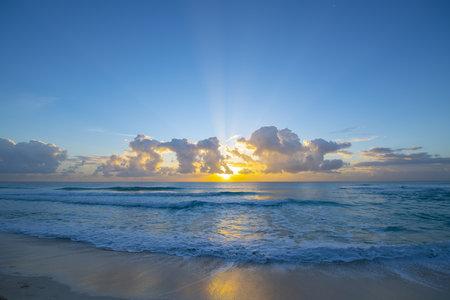 Sunrise over the ocean on Cancun beach on Caribbean Sea, Cancun, Quintana Roo QR, Mexico. Stock fotó