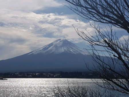 Japans Mt. Fuji is an active volcano about 100 kilometers southwest of Tokyo. Commonly called Fuji 스톡 콘텐츠