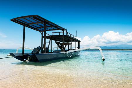 インドネシア ・ ロンボク島のアジアのギリ ・ メノに係留船 報道画像