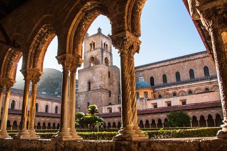 Kathedrale von Monreale, Sizilien, Italien Standard-Bild - 29080362
