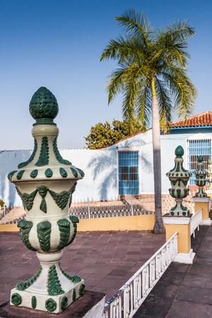 主要な公共の広場、トリニダード、キューバのマヨール広場で装飾的な植民地壷