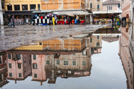 水と反射、ヴェネツィア、イタリア、ヨーロッパからヴェネツィアにあふれ 報道画像