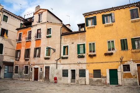 住宅、ファサード、窓やシャッターのベニス, イタリア, ヨーロッパ 写真素材