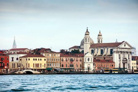 Dzhudekka 島、ベニス、イタリア、ヨーロッパの堤防でサンタ ・ マリア ・ デル ・ ロザリオ聖堂