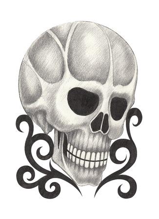 calavera caricatura: Tatuaje del cr�neo. Dibujo a mano sobre papel. Foto de archivo