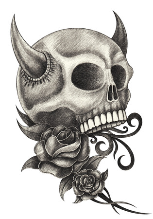 diavoli: Skull diavolo disegno a matita tatuaggio a mano su carta. Archivio Fotografico