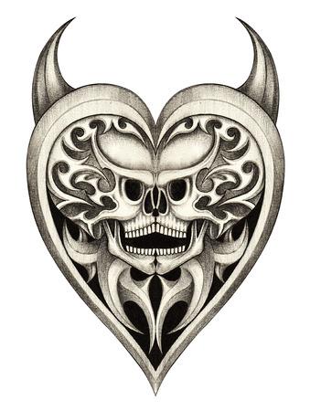 satan: El cráneo del diablo del corazón del tatuaje  Mano dibujo a lápiz sobre papel.