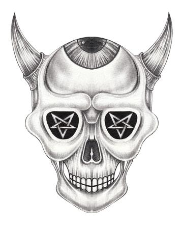 Diseño de arte surrealista diablo cráneo. Dibujo a mano en papel. Foto de archivo
