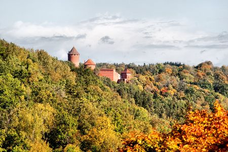 sigulda: Castillo de Turaida en Letonia de Sigulda  Foto de archivo
