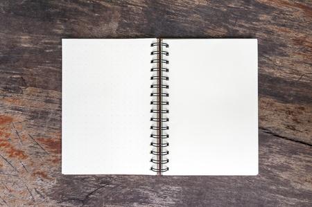 Open blank note book on grunge wood Standard-Bild