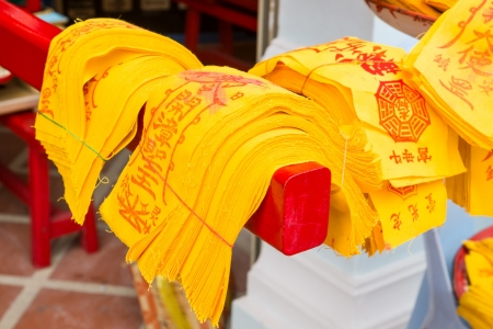 talism�n: Talisman chino preparando proceso en el templo chino