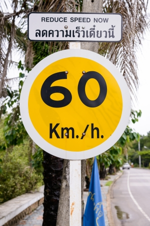 warns: road sign that warns of speed limitation on footpath