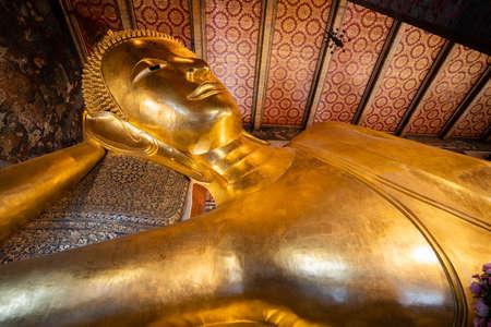 Bid Buddha gold statue in Wat Pho , Beautiful temple of Wat Phra Chetuphon Wimon Mangalaram, Bangkok,Thailand. 版權商用圖片