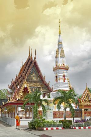 Yasothon, Thajsko - květen 2017: Phra That Anon, starý thajský chedi (stupa nebo pagoda) obsahující relikt Ananda (oblíbeného žáka Buddhy), který se nachází v chrámu Wat Mahathat v centru města Yasothon, provincie Thajsko na severovýchodě provincie Isan