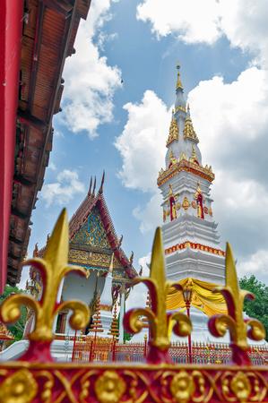 žák: Phra That Anon, starý thajský chedi (stupa nebo pagoda) obsahující relikt Ananda (oblíbeného učedníka Buddhy), který se nachází v chrámu Wat Mahathat v centru města Yasothon, severovýchodní (Isan) provincie Thajska