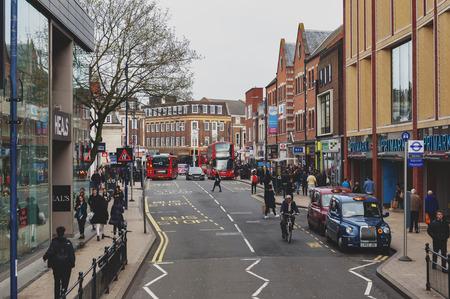 Kingston upon Thames, Regno Unito - aprile 2018: area commerciale e commerciale su Eden Street, Kingston upon Thames nella Greater London, Inghilterra
