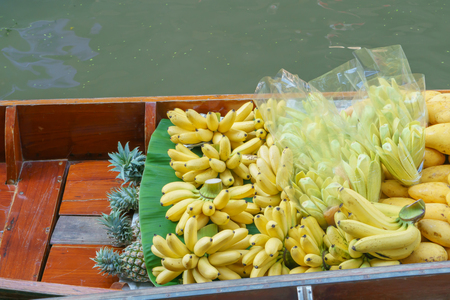 saduak: Tropical fruit at Damnoen Saduak Floating Market