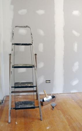 tablaroca: Nueva sheetrock y escalera para mejoras en el hogar.