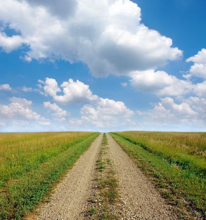 american midwest: Dirt road through the prairie lands of the American Mid-West.