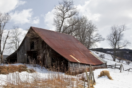 old barn in winter: Old Barn in the Snow