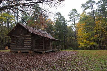 Log Cabin a casa nella Living History Farm nel Kings Mountain State Park Archivio Fotografico