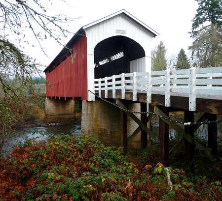Currin covered bridge in Cottage Grove, Oregon Stok Fotoğraf - 4222330