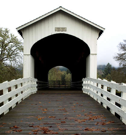 View of the Currin covered bridge in Cottage Grove, Oregon Reklamní fotografie