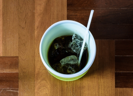 paquet: top view cola water drink in plastic cup on brown paquet floor ground