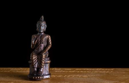 bouddhisme: fermer les vieilles amulettes petit bouddha du bouddhisme la religion Banque d'images