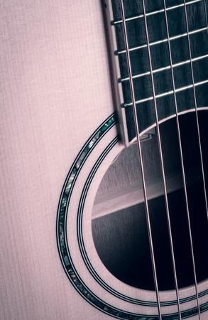 guitarra acustica: close up de la guitarra ac�stica con filtro retro focus.and suave Foto de archivo
