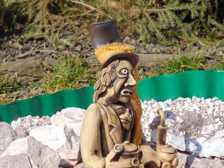 nain de jardin: Accueil �tang et nain de jardin statue. Banque d'images