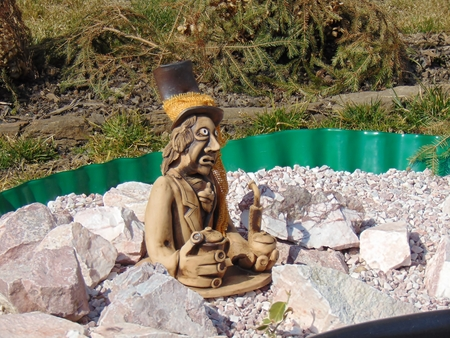 gremlin: Home pond and garden gnome statue .