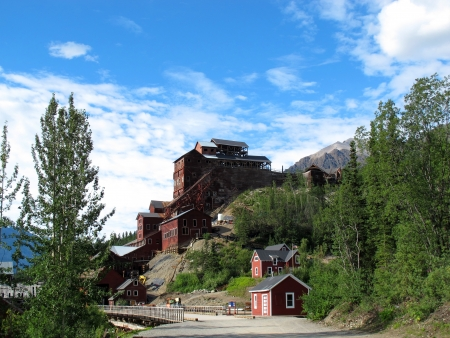gold ore alaska,house and mountain 免版税图像
